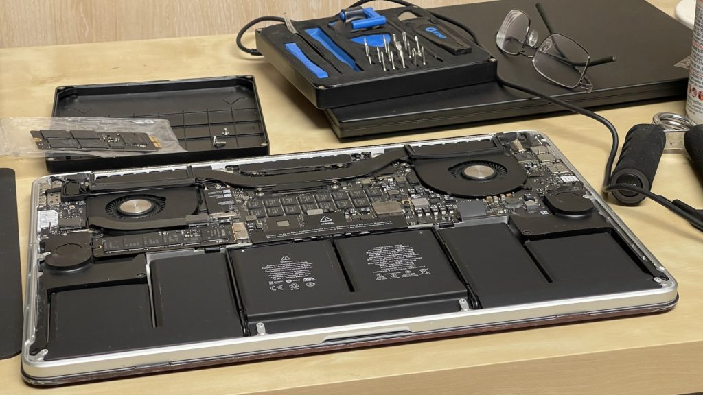 Cleaning MacBook Pro